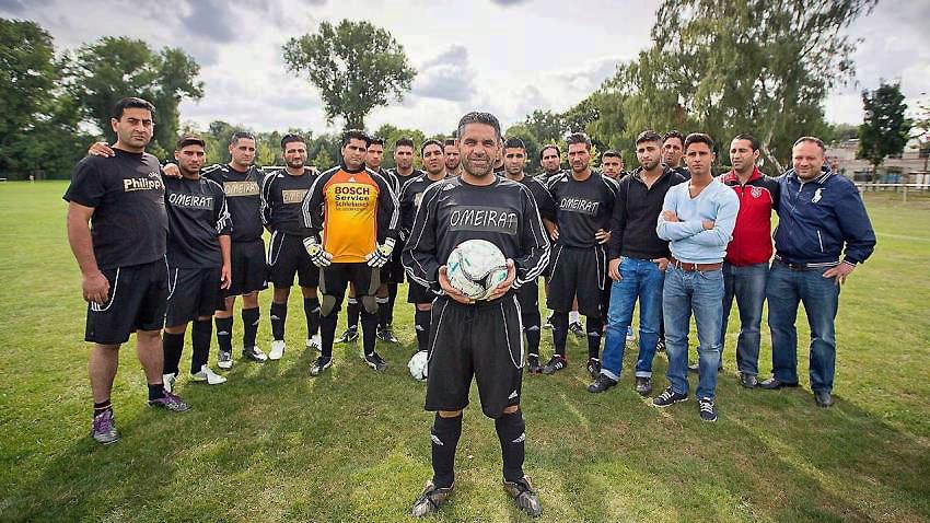 Mannschaftsfoto einer Fußball-Mannschaft aus elf Verwandten
